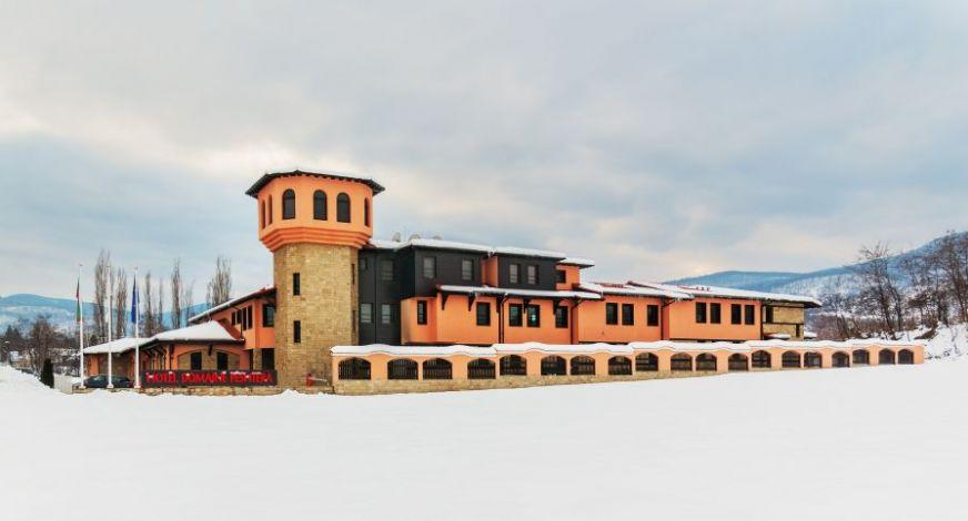 Зимна ваканция в полите на Родопите + ски влек, СПА и бутилка вино