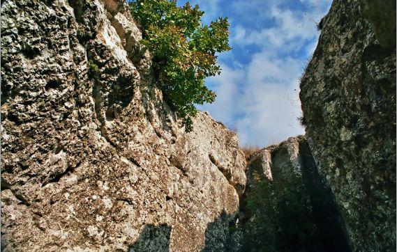 Скалната църква край село Михалич